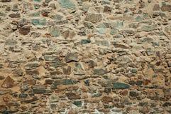 Plan rapproché de vieux mur fait de pierres rugueuses à Caceres photos libres de droits