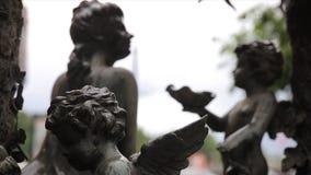 Plan rapproché de vintage de statue de jardin Ange de sommeil au cimetière de Recoleta de La à Buenos Aires Sculpture en jardin c Images libres de droits