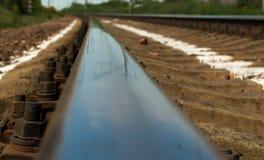 Plan rapproché de voie ferrée Boulon et écrous énormes photo stock
