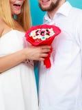 Plan rapproché des ajouter aux fleurs de groupe de sucrerie Amour Image stock