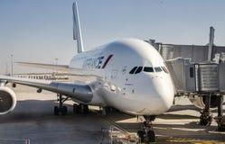 Plan rapproché des avions d'Air France A380 et du pont en jet photo stock
