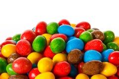 Plan rapproché des bonbons colorés à chocolat Image stock