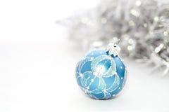 Plan rapproché des boules bleues de Noël Photos libres de droits