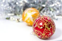 Plan rapproché des boules bleues de Noël Photographie stock
