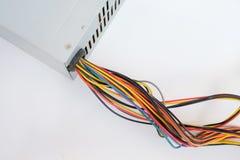 Plan rapproché des câbles électriques colorés D'isolement sur le blanc, l'espace de copie Photographie stock libre de droits