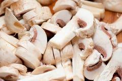Plan rapproché des champignons de couche coupés en tranches image libre de droits