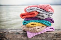 Plan rapproché des chapeaux tricotés images libres de droits