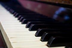 Plan rapproché des clés de piano Images libres de droits