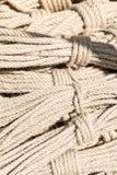 Plan rapproché des cordes Ropes le fond Photo stock