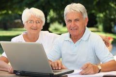Plan rapproché des couples aînés Image libre de droits