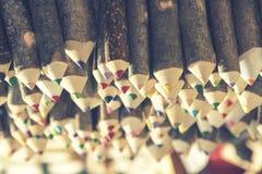Plan rapproché des crayons colorés faits main Photographie stock libre de droits