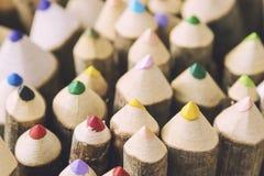 Plan rapproché des crayons colorés faits main Photographie stock