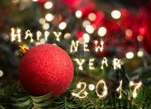 Plan rapproché des décorations d'arbre de Noël, bonne année 2017 Photos libres de droits