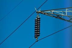 Plan rapproché des fils d'un pylône de l'électricité de haute tension Photo libre de droits