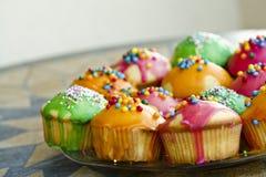 Plan rapproché des gâteaux multicolores Photo libre de droits