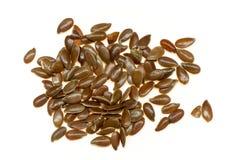 Plan rapproché des graines de lin d'isolement Photo stock