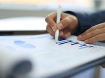 Plan rapproché des graphiques et des diagrammes Photo stock
