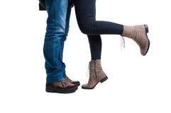 Plan rapproché des jambes de caresse d'un couple Photos stock