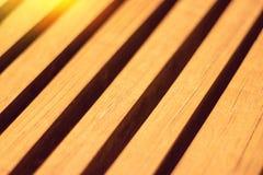 Plan rapproché des lamelles en bois diagonalement photo stock
