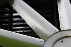 Plan rapproché des lames sur un refroidisseur industriel photos stock