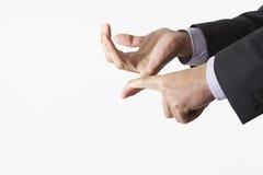 Plan rapproché des mains d'affaires comptant utilisant des doigts Images stock