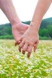 Plan rapproché des mains jointives Photo libre de droits