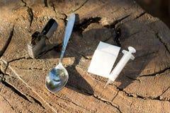 Plan rapproché des objets, symboles de toxicomanie image stock