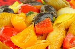 Plan rapproché des pâtes délicieuses de conque avec le poivron photos libres de droits