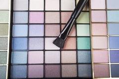Plan rapproché des produits de beauté de fard à paupières Photo libre de droits