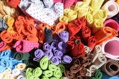 Plan rapproché des rouleaux de papier coloré Photo stock
