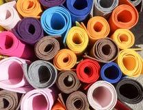 Plan rapproché des rouleaux de papier coloré Photos libres de droits