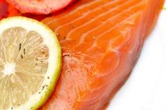 Plan rapproché des saumons fumés photo libre de droits