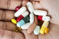 Plan rapproché des soins de santé de médicament de pilules Photos stock