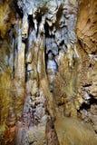 Plan rapproché des stalactites et des stalagmites Image libre de droits
