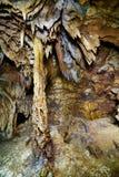 Plan rapproché des stalactites et des stalagmites Images stock