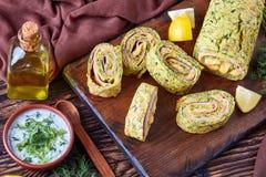 Plan rapproché des tranches de petits pains délicieux de courgette photo libre de droits