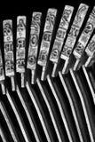 Plan rapproché des typebars de machine à écrire images stock