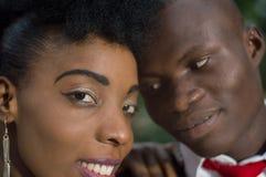 Plan rapproché des visages de jeunes couples dans l'amour Photo libre de droits