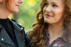 Plan rapproché des visages de sourire de filles Image libre de droits