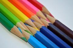 Plan rapproché diagonal d'unité de crayons colorés Images libres de droits