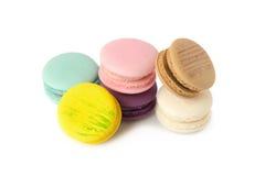 plan rapproché doux de variété de macarons de délicatesse Macarons sur le CCB blanc images stock