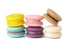 plan rapproché doux de variété de macarons de délicatesse Macarons sur le CCB blanc image stock
