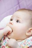 Plan rapproché drôle de bébé Photos libres de droits