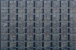 Plan rapproché du bâtiment résidentiel moderne, mur, fenêtres, balco Images stock