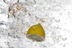 Plan rapproché du flottement de fruit Image libre de droits
