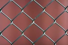 Plan rapproché du métal noir géométrique simple peint d'isolement W de fer photo libre de droits
