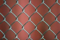 Plan rapproché du métal noir géométrique simple peint d'isolement W de fer image libre de droits