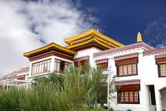 Plan rapproché du monastère au campus Leh d'école de Druk Lotus blanc photo stock