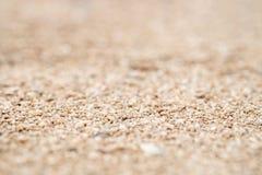 Plan rapproché du sable sur la plage, peu profond profondément du champ photographie stock libre de droits