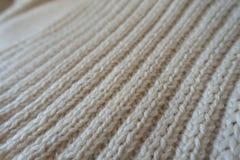 Plan rapproché du tissu fait main crème de knit de nervure Photo stock